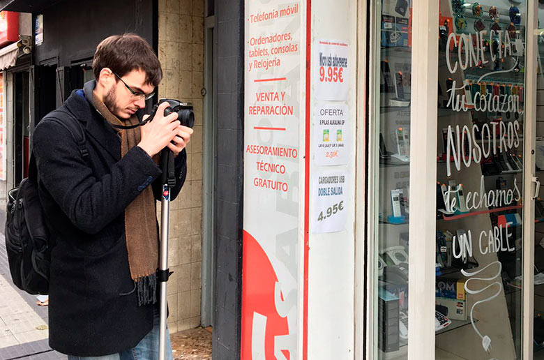 Grabando un vídeo en las calles del barrio de Torrero (Zaragoza)