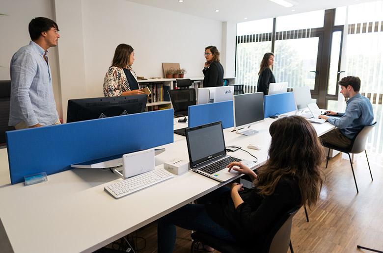 Escena del vídeo corporativo BIGD en el que se ve la oficina de este estudio de Pamplona